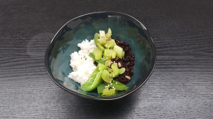 Zwei vom Reis mit Sauce