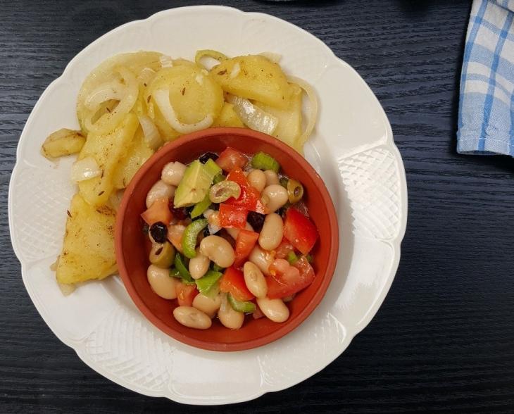 Bratkartoffeln mit Bohnen Cranberry Selleriesalat
